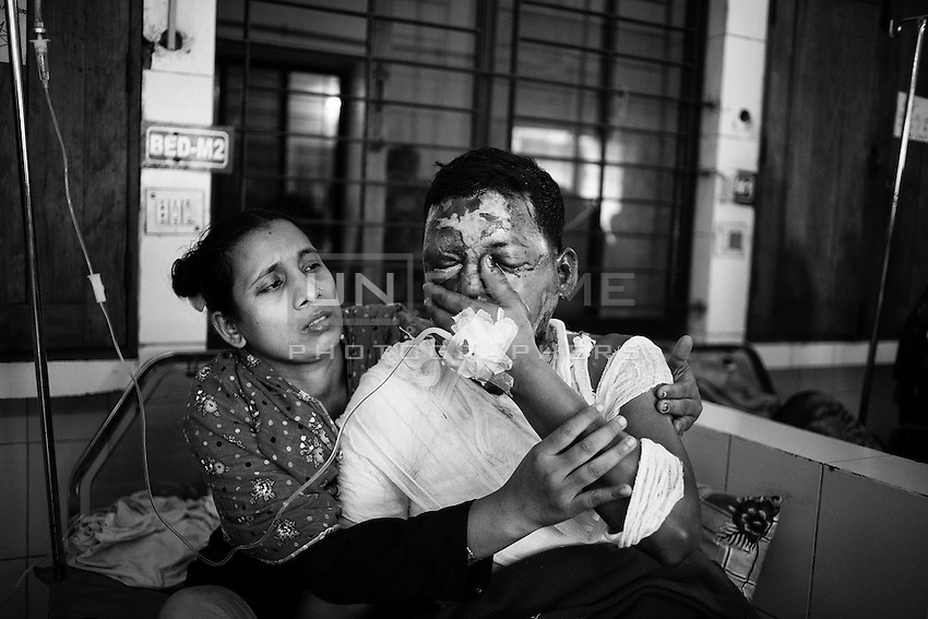Shahajahan, 30 years, 31 percent of his body burnt through petrol bomb  during the nationwide blockage called by BNP and his 18 alliances, blockaders set fire through petrol bomb to the vehicle on 21.12.2013 at 8 PM.