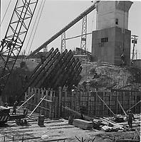Debut de la construction du Pont Frontenac,mai 1967, avant d'etre renommée pont Pierre-Laporte (en 1970).<br /> <br /> PHOTO :  Agence Quebec Presse