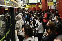 19.05.2020 - Movimentação no metrô Luz em SP