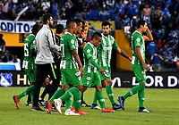 BOGOTÁ - COLOMBIA, 09–03-2019: Los jugadores de Atlético Nacional, se retiran del campo al final del primer tiempo de partido de la fecha 9 entre Millonarios y Atlético Nacional por la Liga Águila I-2019, jugado en el estadio Nemesio Camacho El Campín de la ciudad de Bogotá. / The players of Atletico Nacional, leave the field at the end of the first time in a match of the date 5th between Millonarios and Atletico Nacional, for the Aguila Leguaje I-2019 played at the Nemesio Camacho El Campin Stadium in Bogota city, Photo: VizzorImage / Luis Ramírez / Staff.