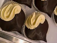 Kastanienherzen im Café Steinach, Algund bei Meran, Region Südtirol-Bolzano, Italien, Europa<br /> sweets chestnut hearts in Café Steinach Lagundo near Merano, Region South Tyrol-Bolzano, Italy, Europe