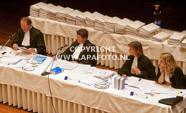 Zutphen 261010 De rechtbank met de eindeloze hoeveelheid processtukken in de Exactazaak in theater de Hanzehof .<br /> <br /> Foto Frans Ypma APA-foto