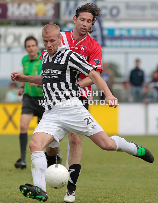 Groesbeek, 150511<br /> Achilles'29 - FC Oss<br /> Oss is vandaag kampioen geworden. Duel Melvin Kolf (Oss) en Laurens Rijnbeek<br /> Foto: Sjef Prins - APA Foto