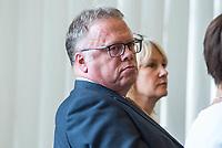 Sondersitzung Innenausschuss des Berliner Abgeordnetenhauses am Montag den 17. September 2018.<br /> Die Oppositionsfraktionen CDU und FDP hatten die Sitzung beantragt, da sie die Ernennung der frueheren Polizei-Vizepraesidentin Margarete Koppers zur Generalstaatsanwaeltin scharf kritisieren. Dem InnensenatorAndreas Geisel (SPD) wird vorgeworfen, ein Disziplinarverfahren gegen die fruehere Polizei-Vizepraesidentin unterbunden zu haben. Gegen Koppers laufen Ermittlungen Wegen der vergifteten Polizei-Schiessstaende. Ihr wird vorgeworfen, als Polizei-Vizepraesidentin zu wenig gegen die schadstoffbelasteten Schiessstaende getan zu haben. Erst Anfang September starb ein Schiesstrainer.<br /> Im Bild: Joerg Raupach, leitender Oberstaatsanwalt.<br /> 17.9.2018, Berlin<br /> Copyright: Christian-Ditsch.de<br /> [Inhaltsveraendernde Manipulation des Fotos nur nach ausdruecklicher Genehmigung des Fotografen. Vereinbarungen ueber Abtretung von Persoenlichkeitsrechten/Model Release der abgebildeten Person/Personen liegen nicht vor. NO MODEL RELEASE! Nur fuer Redaktionelle Zwecke. Don't publish without copyright Christian-Ditsch.de, Veroeffentlichung nur mit Fotografennennung, sowie gegen Honorar, MwSt. und Beleg. Konto: I N G - D i B a, IBAN DE58500105175400192269, BIC INGDDEFFXXX, Kontakt: post@christian-ditsch.de<br /> Bei der Bearbeitung der Dateiinformationen darf die Urheberkennzeichnung in den EXIF- und  IPTC-Daten nicht entfernt werden, diese sind in digitalen Medien nach §95c UrhG rechtlich geschuetzt. Der Urhebervermerk wird gemaess §13 UrhG verlangt.]