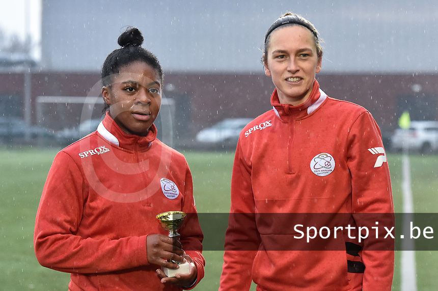 """Esther Buabadi (24) of Zulte-Waregem  pictured receiving the trophee """"Player of the Month December"""" out of hand of Pauline Windels (5) of Zulte-Waregem before a female soccer game between SV Zulte - Waregem and Sporting Charleroi on the eleventh matchday of the 2020 - 2021 season of Belgian Scooore Womens Super League , saturday 23 th of January 2021  in Zulte , Belgium . PHOTO SPORTPIX.BE 