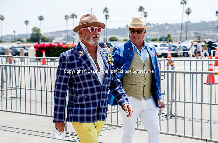 DEL MAR, CA  JULY 16: Race goers enter Del Mar from the parking lot (Photo by Casey Phillips/ Eclipse Sportswire/ CSM)