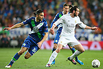 Real Madrid's Garet Bale (r) and WfL Wolfsburg's Ricardo Rodriguez during Champions League 2015/2016 Quarter-finals 2nd leg match. April 12,2016. (ALTERPHOTOS/Acero)