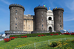 Italy, Campania, Naples: Castel Nuovo (Maschio Angioino), built in 1282 by the Angevins | Italien, Kampanien, Neapel: das Castel Nuovo oder auch Maschio Angioino genannt, erbaut 1282