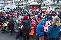 Lehrer-Protest vor Senatsbildungsverwaltung.<br /> Am Mittwoch den 29. November 2017 protestierte die GEW-Berlin mit einer oeffentlichen Landesdelegiertenversammlung vor der Senatsbildungsverwaltung fuer die Umsetzung einer vereinbarten Hoehergruppierung der Grungschulkraefte. Bereits 2016 war zwischen der Gewerkschaft GEW und dem Finanzsenator eine Eingruppierung in die Entgeltgruppe 13 hoehergruppiert bzw. in die Besoldungsgruppe A 13 vereinbart worden. Dies wurde bislang nicht umgesetzt.<br /> 29.11.2017, Berlin<br /> Copyright: Christian-Ditsch.de<br /> [Inhaltsveraendernde Manipulation des Fotos nur nach ausdruecklicher Genehmigung des Fotografen. Vereinbarungen ueber Abtretung von Persoenlichkeitsrechten/Model Release der abgebildeten Person/Personen liegen nicht vor. NO MODEL RELEASE! Nur fuer Redaktionelle Zwecke. Don't publish without copyright Christian-Ditsch.de, Veroeffentlichung nur mit Fotografennennung, sowie gegen Honorar, MwSt. und Beleg. Konto: I N G - D i B a, IBAN DE58500105175400192269, BIC INGDDEFFXXX, Kontakt: post@christian-ditsch.de<br /> Bei der Bearbeitung der Dateiinformationen darf die Urheberkennzeichnung in den EXIF- und  IPTC-Daten nicht entfernt werden, diese sind in digitalen Medien nach §95c UrhG rechtlich geschuetzt. Der Urhebervermerk wird gemaess §13 UrhG verlangt.]