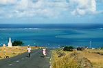 """Descente sur le village de Port Sud est, face au lagon et au célèbre zigzad de la Grande Passe..View on the south coast of Rodriques.  road of Port sud est and  the blue water of the """"Grande Passe"""" channel."""