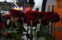 Rosen stehen bereit - Frankfurt 14.02.2020: Duplo Liebesreise zum Valentinstag nach Paris