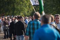"""200 bis 300 Reichsbuerger, Neonazis, Antisemiten und Verschwoerungstheoretiker versammelten sich am 3. Oktober 2014 zu einem """"Sturm auf den Reichstag"""". Die sogenannten Reichsbuerger erkennen die hiesigen Gesetze und Institutionen nicht an. Deutschland sei 1945 nicht befreit sondern besetzt worden und Grenzen des Deutschen Reiches von 1937 wuerden immer noch gelten. Anhaenger dieser Gruppierung fallen immer wieder durch Holocaustleugnung und Volksverhetzung auf.<br /> Zu den Kundgebungsteilnehmern sprach neben bekennenden Rechten auch der deutsche Pop- und Schlagersaenger Xavier Naidoo.<br /> Im Bild: Der Berliner NPD-Anfuehrer Sebastian Schmidtke.<br /> 3.10.2014, Berlin<br /> Copyright: Christian-Ditsch.de<br /> [Inhaltsveraendernde Manipulation des Fotos nur nach ausdruecklicher Genehmigung des Fotografen. Vereinbarungen ueber Abtretung von Persoenlichkeitsrechten/Model Release der abgebildeten Person/Personen liegen nicht vor. NO MODEL RELEASE! Don't publish without copyright Christian-Ditsch.de, Veroeffentlichung nur mit Fotografennennung, sowie gegen Honorar, MwSt. und Beleg. Konto: I N G - D i B a, IBAN DE58500105175400192269, BIC INGDDEFFXXX, Kontakt: post@christian-ditsch.de<br /> Urhebervermerk wird gemaess Paragraph 13 UHG verlangt.]"""