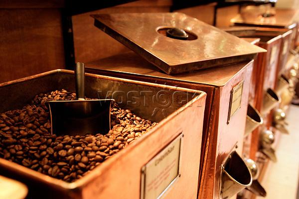 England, London, geroestet Kaffeebohnen bei Twinings Shop and Museum einem der renommiertesten Anbieter von Heissgetraenken weltweit, Kaffeebohne, Bohnen, Kaffee, Grossbritannien, Europa, 2008, QF; (Bildtechnik: sRGB, 47.53 MByte vorhanden)