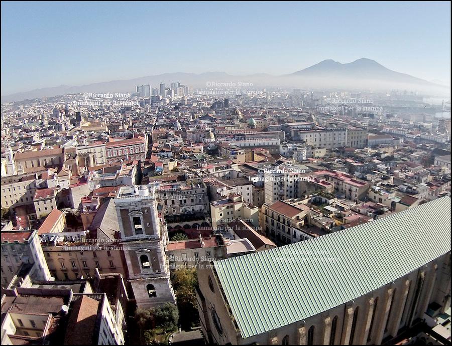 - NAPOLI 8 FEB  -  centro storico piazza Gesù Campanile Santa Chiara