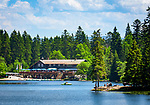 Deutschland, Bayern, Niederbayern, Naturpark Bayerischer Wald, Grosser Arbersee mit Arberseehaus, zwischen Bayerisch Eisenstein und Bodenmais | Germany, Bavaria, Lower-Bavaria, Nature Park Bavarian Forest, Great Arber Lake with restaurant 'Arberseehaus' between Bodenmais and Bayerisch Eisenstein
