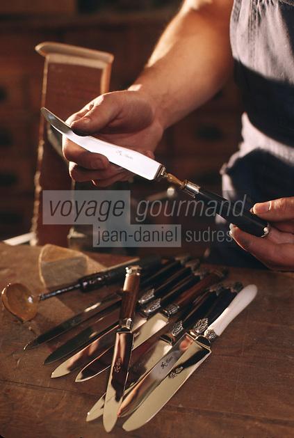 Europe/France/Auverne/63/Puy-de-Dôme/Parc Naturel Régional du Livradois-Forez/Thiers: Le musée des couteliers - Assemblage des couteaux  //  France, Puy de Dome, Thiers, the Cutlery Museum , Assembling knives