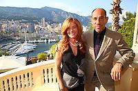 MIGUEL FERRER et son EPOUSE - COCKTAIL AU MINISTERE D'ETAT - 54EME FESTIVAL INTERNATIONAL DE TELEVISION DE MONTE CARLO