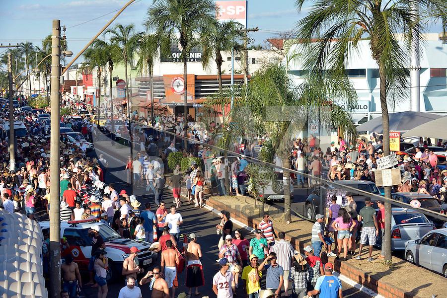 BARRETOS, SP, 24.08.2013 -  FESTIVAL DO PEAO DE BARRETOS -Avenida 43 da cidade de Barretos neste sábado, 24.<br /> (Foto: Guilherme Soares / Brazil Photo Press).