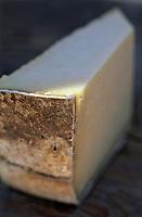 France/15/Cantal: morceau de fromage AOC Cantal