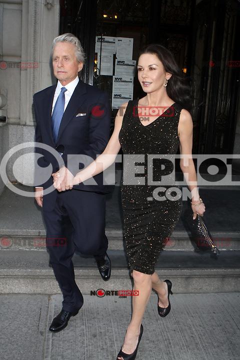 Michael Douglas y Catherine Zeta-Jones dejas su apartamento para ir a la 12 ª anual de premios de Monte Cristo.<br /> (Foto:©Jackman*Cara*a*Cara*Mediapunchinc/NortePhoto.com*)<br /> **SOLO*VENTA*EN*MEXiCO**