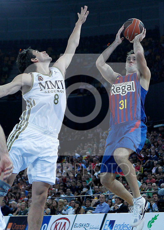 FC Barcelona Regal's Chuck Edison (r) and Real Madrid's Carlos Suarez during Supercopa ACB Semifinal match.September 30,2011. (ALTERPHOTOS/Acero)
