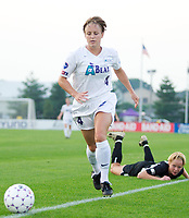 Kylie Bivens of the Beat. The Atlanta Beat and the NY Power played to a 1-1 tie on 7/26/03 at Mitchel Athletic Complex, Uniondale, NY.