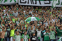 MEDELLIN- COLOMBIA - 24-11-2016: Hinchas de Atletico Nacional de Colombia, animan a su equipo durante partido de vuelta entre Atletico Nacional de Colombia y Cerro Porteño de Paraguay por las semifinales de la Copa Suramericana en el estadio Atanasio Girardot de la ciudad de Medellin.  / Fans of Atletico Nacional of Colombia, cheer for their team during a match between Atletico Nacional of Colombia and Cerro Porteño of Paraguay for the second leg of the semifinals of the South American Cup at the Atanasio Girardot stadium in the city of Medellin. Photo: VizzorImage / Leon Monsalve / Cont.