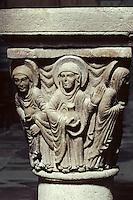EuropeEurope/France/Auvergne/63/Puy-de-Dôme/Mozac: L'église de Mozac (ancien abbaye fondée par Saint-Calmin au 7ème siècle) - Détail de chapiteau représentant les saintes femmes au tombeau