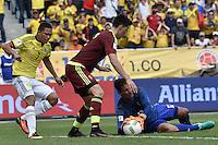 BARRANQUILLA - COLOMBIA -01-09-2016: Carlos Bacca (Izq) jugador de Colombia disputa el balón con Wilker Angel (C) y Daniel Hernandez (Der) arwuero de Venezuela durante partido de la fecha 7 para la clasificación sudamericana a la Copa Mundial de la FIFA Rusia 2018 jugado en el estadio Metropolitano Roberto Melendez en Barranquilla./  Carlos Bacca (L) player of Colombia fights the ball with Wilker Angel (C) and Daniel Hernandez (R) pgoalkeeper of Venezuela during match of the date 7 for the qualifier to FIFA World Cup Russia 2018 played at Metropolitan stadium Roberto Melendez in Barranquilla. Photo: VizzorImage / Gabriel Aponte / Cont