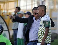 BOGOTA - COLOMBIA-04-05-2013: Nestor Otero, técnico de La Equidad, durante partido en el estadio De Techo de la ciudad de Bogota, abril mayo 4 de 2013. La Equidad y Deportes Quindio durante partido por la decimocuarta fecha de la Liga Postobon I. (Foto: VizzorImage / Luis Ramirez / Staff).  Nestor Otero, coach of La Equidad during game in the Techo stadium in Bogota City, May 4, 2013. La Equidad and Deportes Quindio during match for the fourtenth round of the Postobon League I. (Photo: VizzorImage / Luis Ramirez / Staff)..