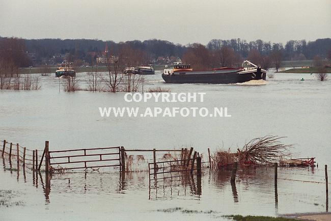 De Steeg,15-03-99  Foto:Koos Groenewold (APA)<br />Hoog water IJssel.