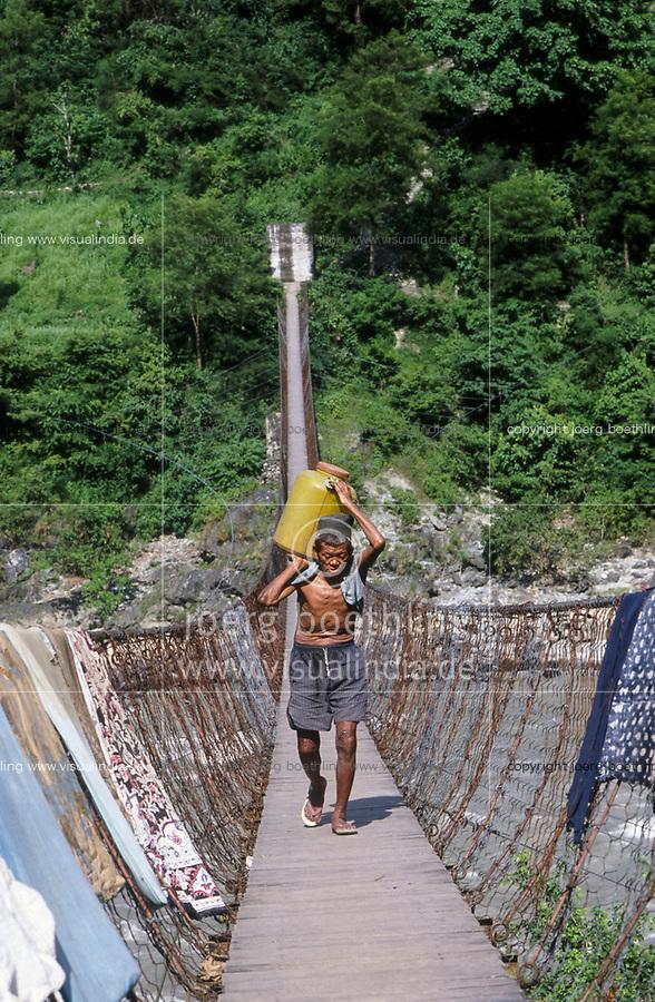 Nepal, Dolakha, hanging bridge in Himalaya mountains / Haengebrucke im Himalaja