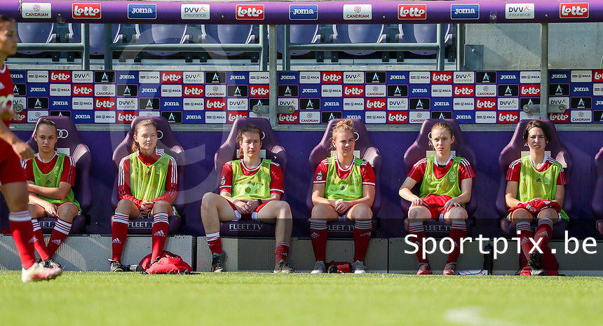 Rosalia Marine (2) of Standard, Yuna Appermont (6) of Standard, Sanne Schoenmakers (8) of Standard, Lotte Jansen (4) of Standard , Charlotte Catinus (18) of Standard, Pam Amorij (19) of Standard  pictured on the bench during a female soccer game between RSC Anderlecht Dames and Standard Femina de Liege on the sixth matchday of the 2021 - 2022 season of Belgian Womens Super League , Saturday 9 th of October 2021  in Brussels , Belgium . PHOTO SPORTPIX | SEVIL OKTEM