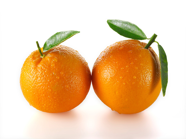 Whole fresh oranges
