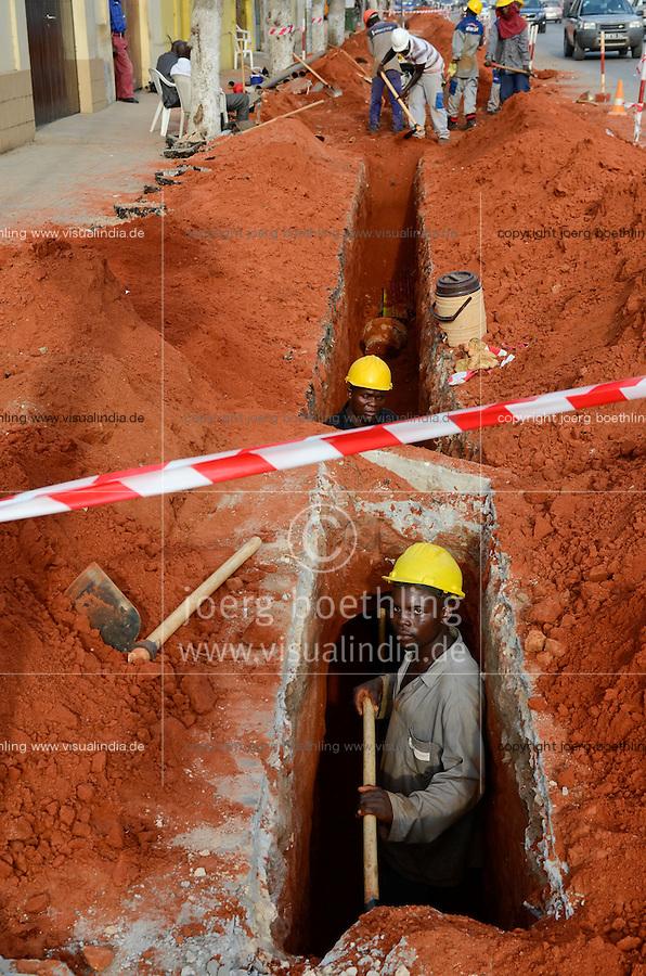 ANGOLA Luanda, road construction / ANGOLA Luanda, Strassenbau