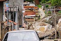 ATENCAO EDITOR IMAGEM EMBARGADA PARA VEICULOS INTERNACIONAIS - NOVA FRIBURGO, RJ, 14 NOVEMBRO 2012 - DESLIZAMENTOS NOVA FRIBURGO - Vista do local onde teve deslizamento na cidade de Nova Friburgo no Rio de Janeiro nesta quarta-feira, 14. Ao menos 20 casas do bairro foram atingidas pelos dois deslizamentos ocorridos na terça-feira (13). Segundo o Corpo de Bombeiros, não houve vítimas e não há busca por desaparecidos. A área afetada já estava interditada desde janeiro de 2011, quando uma forte chuva matou mais de 900 pessoas na Região Serrana. (FOTO: FERNANDO FERREIRA / BRAZIL PHOTO PRESS).