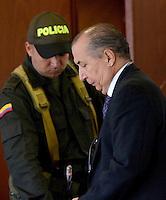 MEDELLÍN - COLOMBIA, 13-05-2014. El curador segundo carlos alberto Ruiz Arango(DERECHA) no aceptó el cargo de homicidio culposo en la audiencia de imputación de cargos que se realiza este martes en el caso de la Torre 5 del edificio Space de la ciudad de Medellín que se desplomó en el mes de octubre de 2013 y que terminó con la demolición de la torre 5./ The second curator Carlos Alberto Ruiz Arango (RIGHT) did not accept the charge of manslaughter at the hearing of complaint charges Tuesday is done in the case of the Space Tower 5 building of the city of Medellin which collapsed in October 2013 and ended with the demolition of the tower 5..  Photo: VizzorImage/Luis Rios/STR