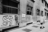 - Milan, nazi mural writings  (1975) ....- Milano, scritte murali naziste (1975)