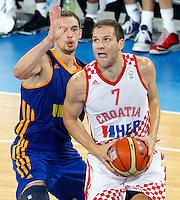 "Bojan Bogdanovic of Croatia (R) in action during European basketball championship ""Eurobasket 2013"" quarter-final basketball game between Croatia and Ukraine in Stozice Arena in Ljubljana, Slovenia, on September 19. 2013. (credit: Pedja Milosavljevic  / thepedja@gmail.com / +381641260959)"