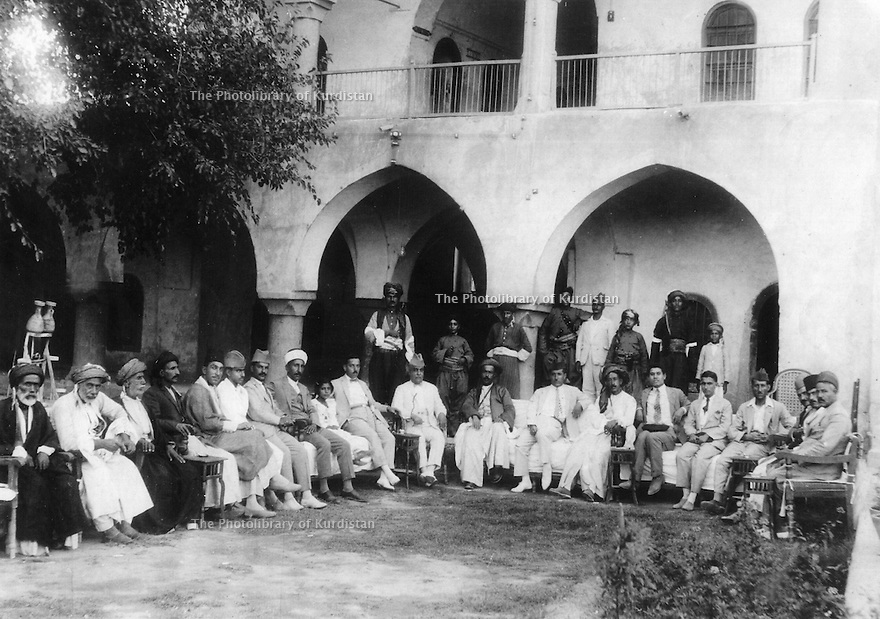 Iraq 1922.Kirkuk: in a mosque,meeting of personalities from Kirkuk and Suleimania  .Irak 1922 .Rencontre  dans une mosquee de Kirkouk  de personnalites dont des Kurdes