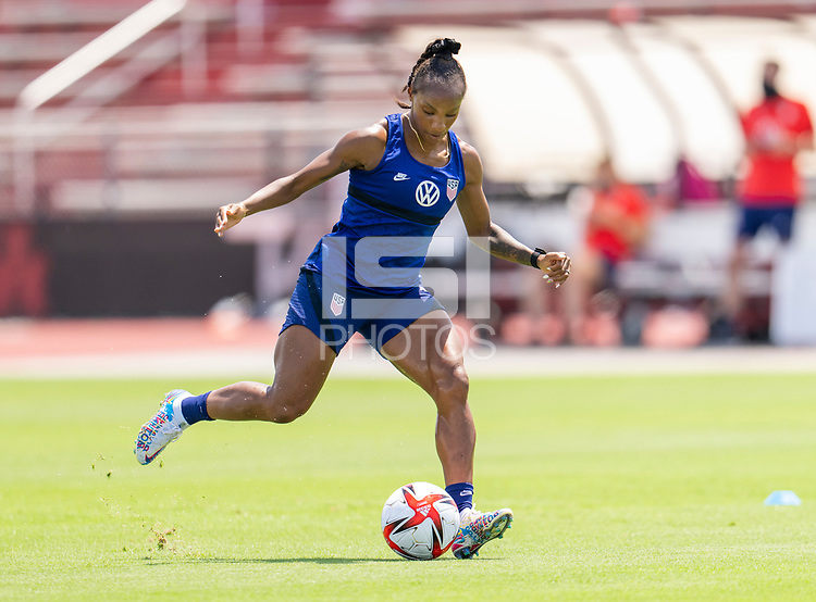 HOUSTON, TX - JUNE 8: Crystal Dunn #19 of the USWNT passes the ball during a training session at the University of Houston on June 8, 2021 in Houston, Texas.