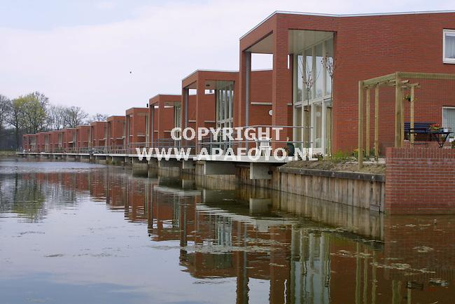 deventer 240401 vinexlokatie de vijfhoek<br />waterwoningen aan de bastiaanstraat in de deelwijk  steinvoorde<br />foto frans ypma APA-foto