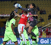 BOGOTÁ - COLOMBIA, 21-03-2018:Oriana Altuve (Izq.) jugadora del Independiente Santa Fe  disputa el balón con Vanessa Cordoba (Der.) jugadora de La Equidad durante partido por  la cuarta Fecha de Liga Aguila Femenina 2018 jugado en el estadio Nemesio Camacho El Campín de la ciudad de Bogotá. /Oriana Altuve (L) player of Independiente Santa Fe fights for the ball with Vanessa Cordoba  (R) player of Equidad during the match for the date 4 of the Women's Aguila  League 2018 played at the Nemesio Camacho El Campin Stadium in Bogota city. Photo: VizzorImage / Felipe Caicedo / Staff.