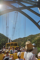 Europe/France/Languedoc-Roussillon/66/Pyrénées-Orientales/Cerdagne/Planès: le pont Gisclard ou  pont de Cassagne  franchit la Têt à une hauteur de 80 mètres, Le Pont Gisclard, le seul pont suspendu ferroviaire encore en service en France - voiture  panoramique  découverte