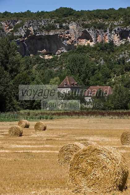 Europe/France/Midi-Pyrénées/46/Lot/Env Saint-Sulpice: aprés la moisson en vallée du Célé