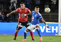 BOGOTA - COLOMBIA -20 -11-2016: Ayron del Valle (Der) jugador de Millonarios disputa el balón con Juan Camilo Saiz (Izq) jugador de Independiente Medellín durante partido por la fecha 20 de la Liga Aguila II 2016 jugado en el estadio Nemesio Camacho El Campin de la ciudad de Bogota./ Ayron del Valle (R) player of Millonarios fights for the ball with Juan Camilo Saiz (L) player of Independiente Medellin during match for the date 20 of the Liga Aguila II 2016 played at the Nemesio Camacho El Campin Stadium in Bogota city. Photo: VizzorImage / Gabriel Aponte / Staff.