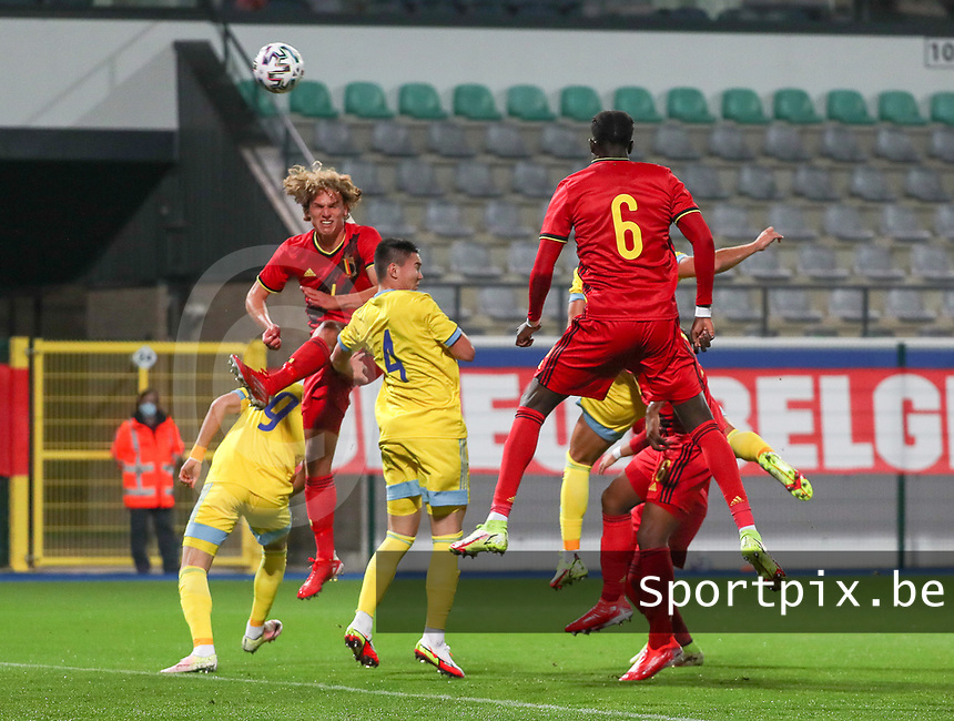 Ewoud Pletinckx (4) of Belgium heads the ball during a soccer game between the national teams Under21 Youth teams of Belgium and Kazakhstan on the third matday in group I for the qualification for the Under 21 EURO 2023 , on friday 8 th of october 2021  in Leuven , Belgium . PHOTO SPORTPIX | SEVIL OKTEM