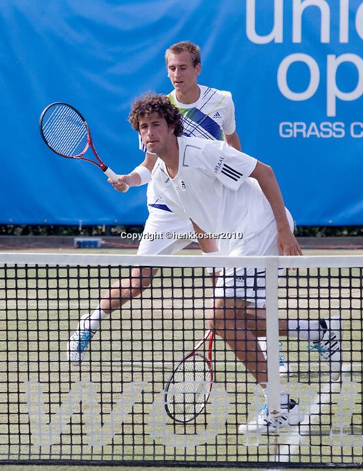 17-06-10, Tennis, Rosmalen, Unicef Open,  Thiemo de Bakker en Robin Haase(voorgrond).