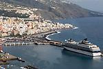 Spain, Canary Islands, La Palma, Santa Cruz de La Palma: capital - cruise ship at harbour
