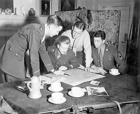 Jedburghs get instructions from Briefing Officer in London flat.  England, ca.  1944. (OSS)<br /> Exact Date Shot Unknown<br /> NARA FILE #:  226-FPL-MH-109<br /> WAR & CONFLICT BOOK #:  1037
